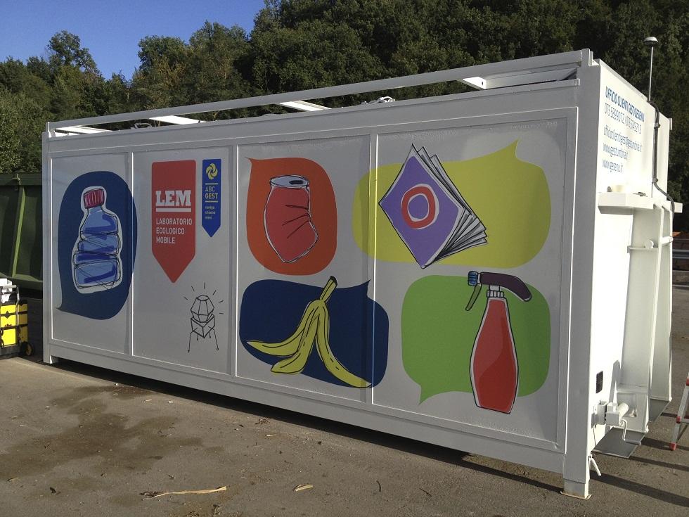 """l Progetto """"L'ALBERO MAGICO"""" l'inizio 2013: l'Arte del riciclo"""