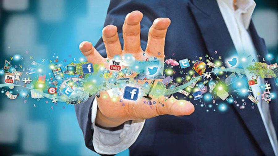 Usare i social network, ma vigilare anche su noi stessi